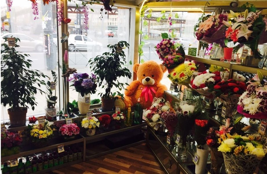 Салон цветов в проходном месте