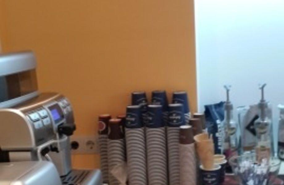 Точка по продаже кофе и мороженого с собой (Элитный район города)