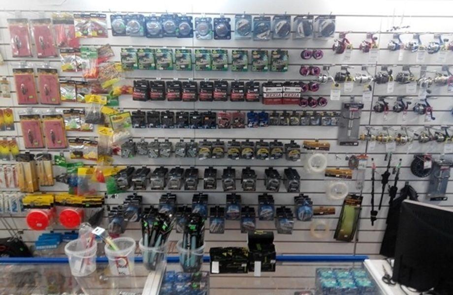 Магазин товаров для рыбалки (вход с первой линии)