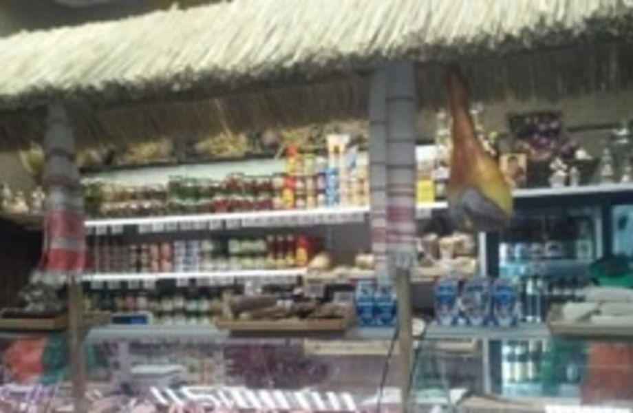 Магазин колбасных изделий и белорусских деликатесов напротив метро
