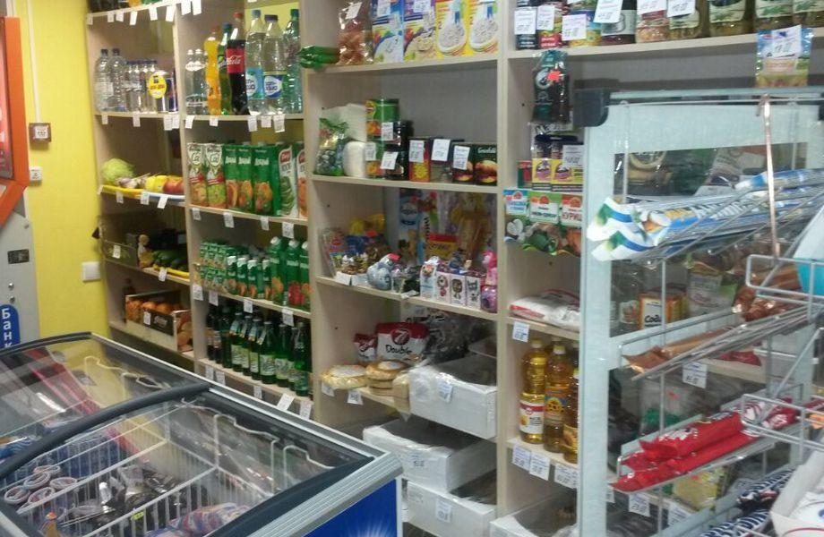 Продуктовый магазин в густонаселённом районе