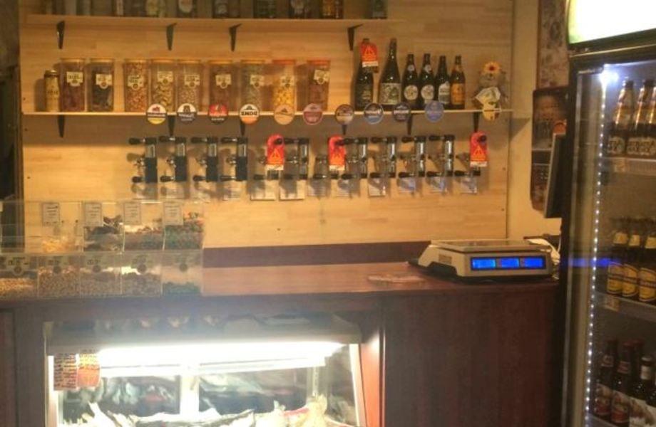 Магазин разливного пива с постоянными клиентами