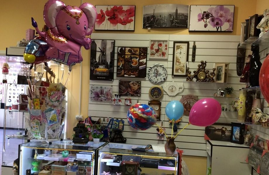 Магазин сувениров и подарков (проходное место)