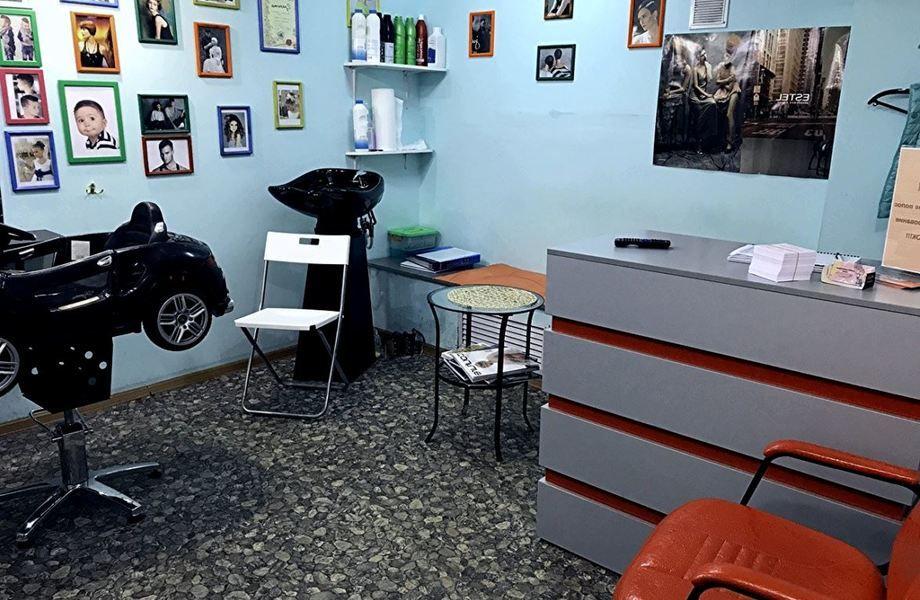 Семейная парикмахерская  с постоянным потоком клиентов