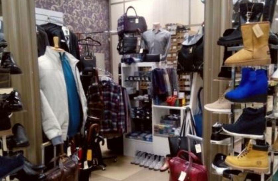 Магазин одежды с огромным товарным остатком