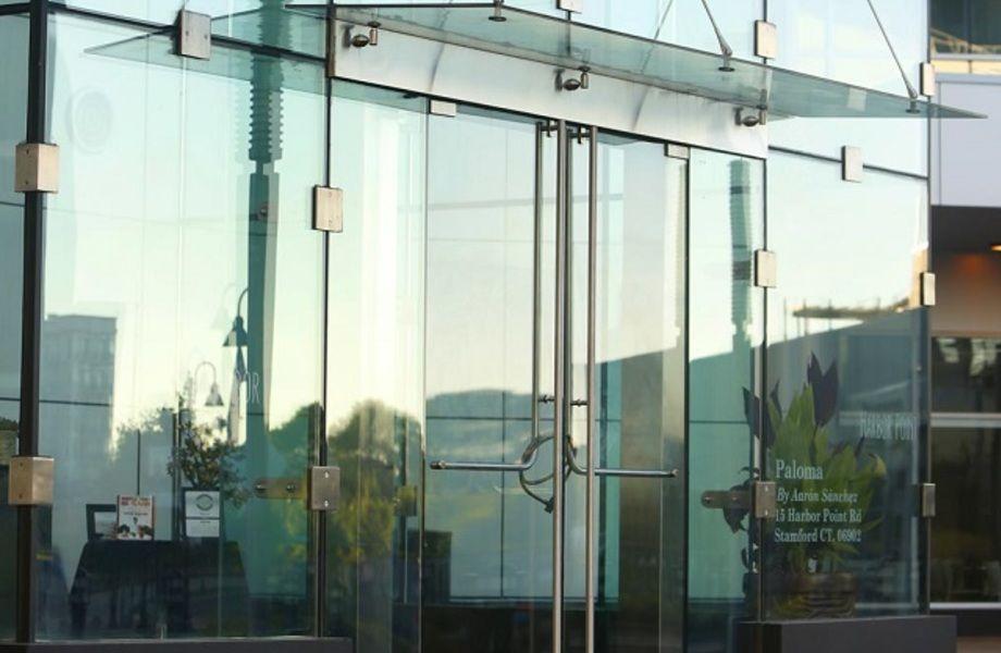 Магазин стеклянных изделий для дома в крупном специализированном ТЦ