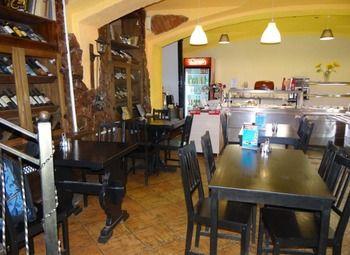 Действующее кафе-столовая в центре города