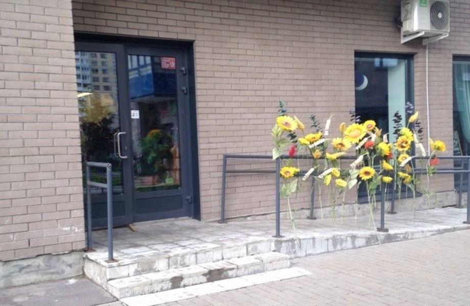 Цветочный магазин в густонаселенном районе