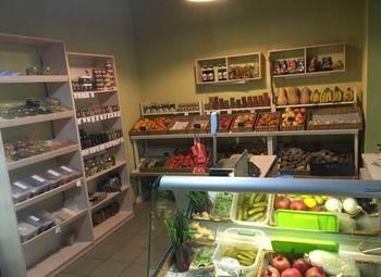 Магазин овощи фрукты в густонаселенном районе