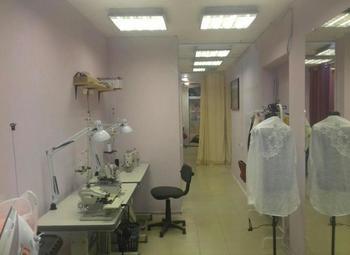 Ателье по ремонту и пошиву одежды в проходимом месте