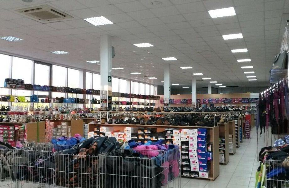 973d41df5f4 Большой магазин одежды и обуви ( большие обороты) - продажа готового ...