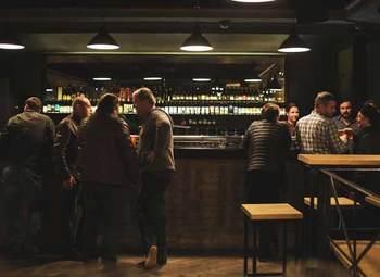 Доля в баре 34% в центре города.
