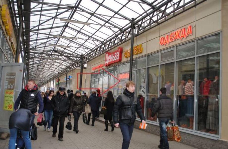 Магазин напротив метро (Огромный пешеходный трафик)