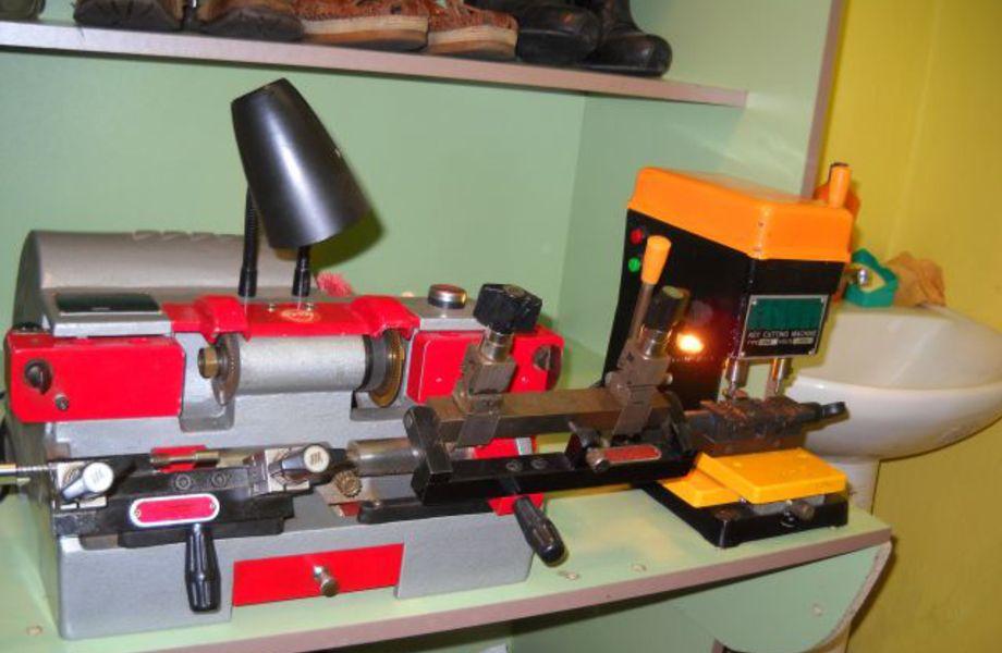 Мастерская по ремонту обуви и ключей (Низкая аренда)