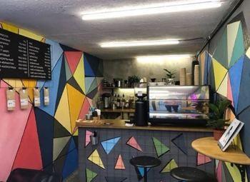 Кофейня с уникальной концепцией по цене материальных активов