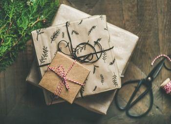 Островок воздушных шаров и упаковки подарков