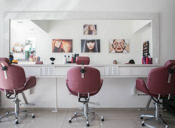 Оборудованный салон красоты-магазин в креативном пространстве