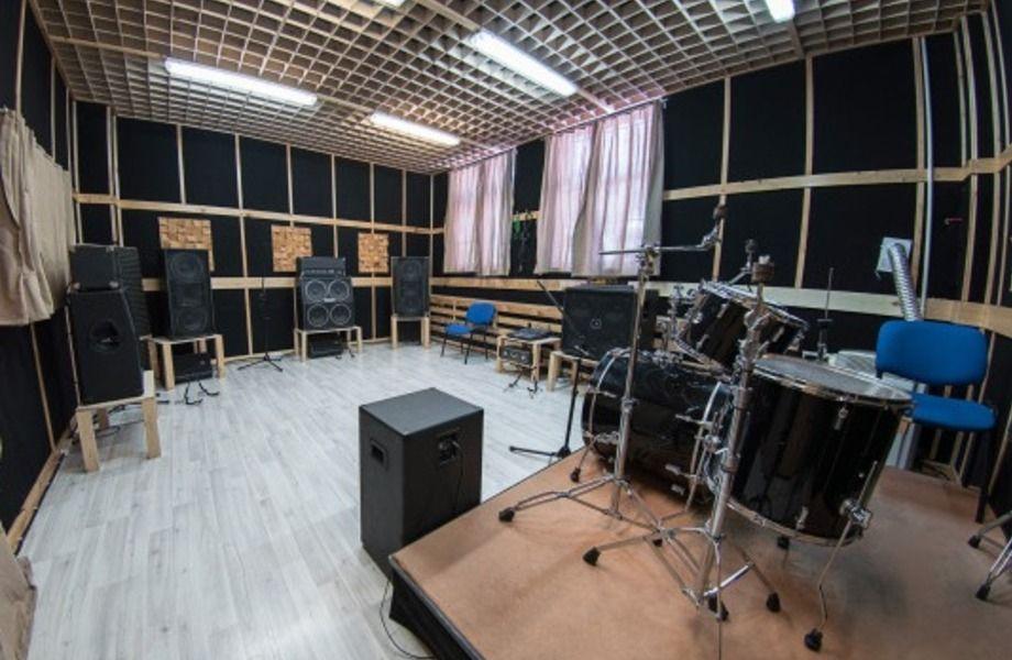 Репетиционная база в районе метро Дубровка.
