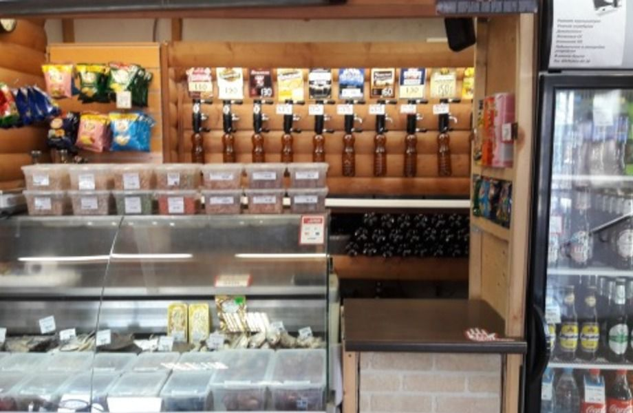Магазин разливного пива в прикассовой зоне супермаркета