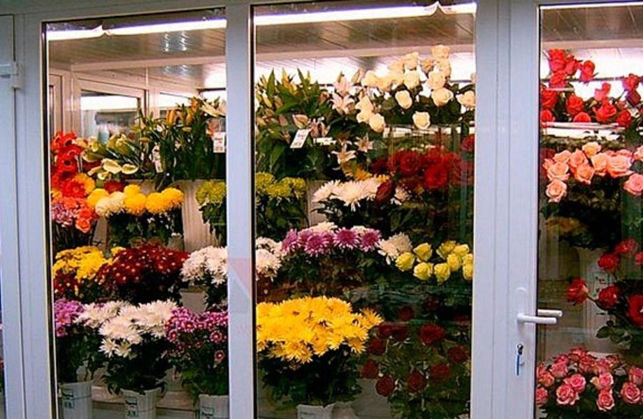 Салон цветов и табачный магазин