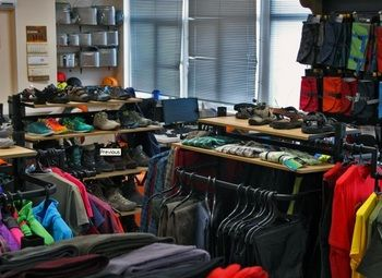 Интернет-магазины по продаже спортивной одежды и аксессуаров.