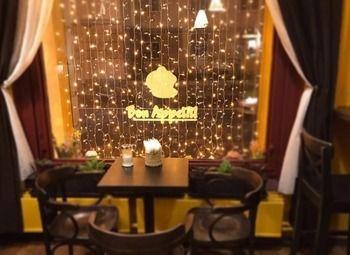Кофейня-кондитерская в французском стиле в центре города