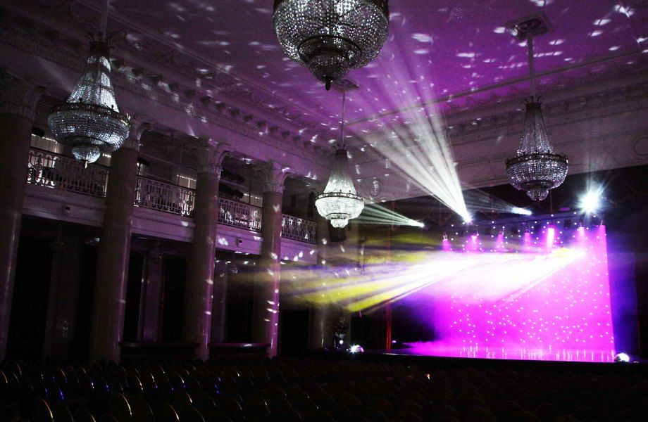 Ночной клуб с большой сценой в самом центре города