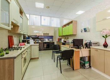 Фирменный мебельный салон, кухни на заказ в ТЦ