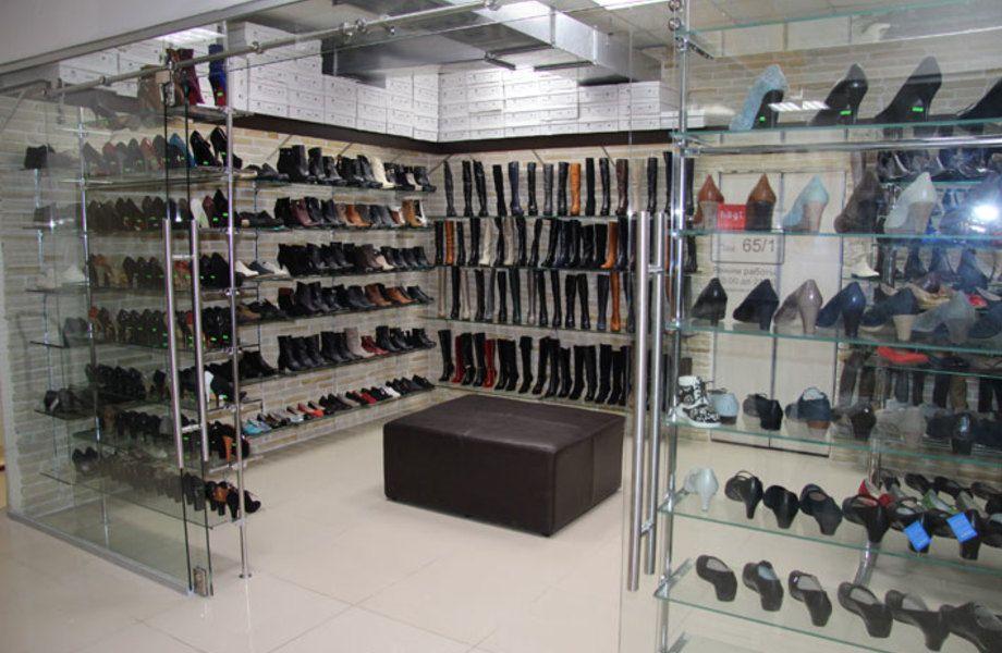 Обувной магазин в крупном торговом центре