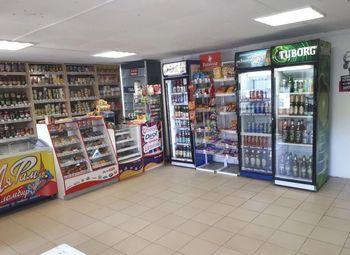 Продуктовый магазин и кафе-шаверма