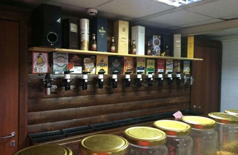 Магазин разливного пива в густонаселенном районе города