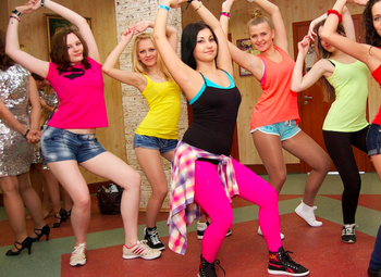 Школа танцев в приморском районе.