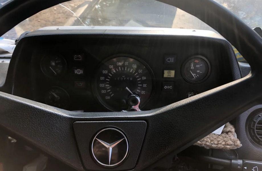 Выездной шиномонтаж на базе автомобиля Мерседес.