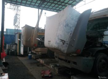Станция замены масла для грузовых авто на выезде из города