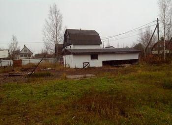Производственно-строительная база в густонаселенном дачном массиве.