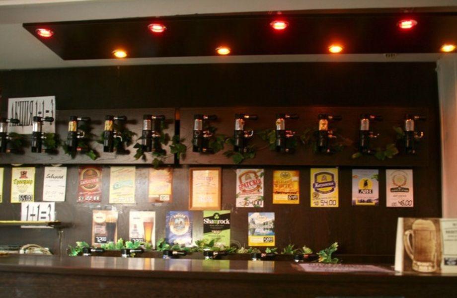 Стильный магазин разливного пива на проходимой улице