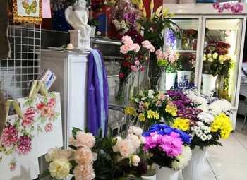 Цветочный магазин в крупном ТЦ