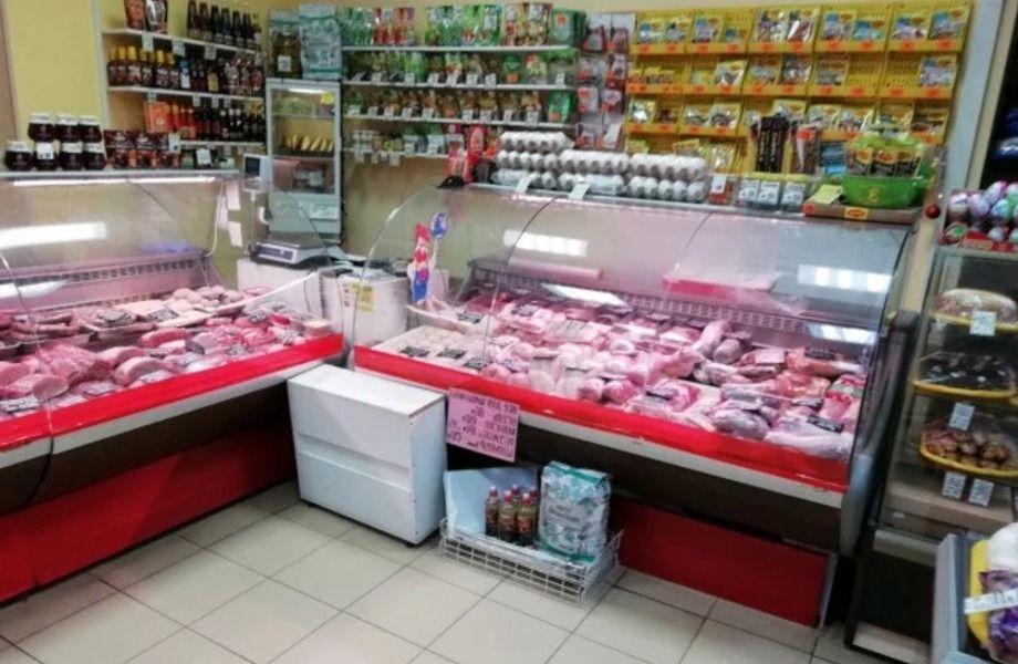 Мясной отдел в проходном магазине