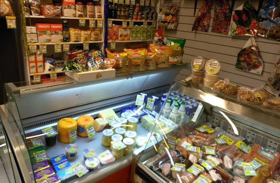 Продуктовый магазин в Калининском районе с хорошей проходимостью.