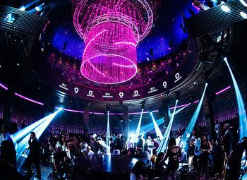 Крупнейший ночной клуб туристического города