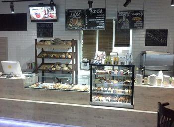 Кофейня пекарня в густонаселенном районе