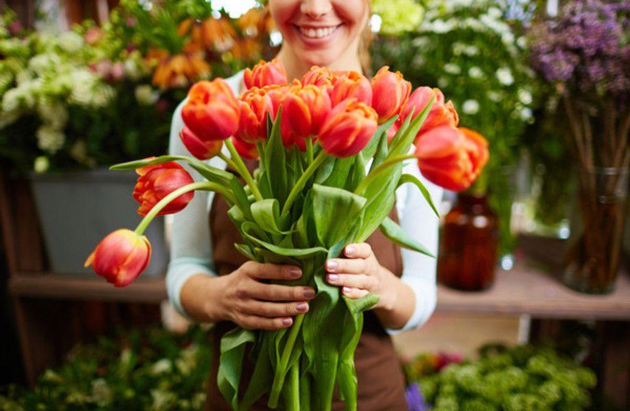 Салон цветов на оживленном перекрестке