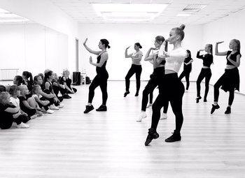 Доля в бизнесе 33% школа танцев
