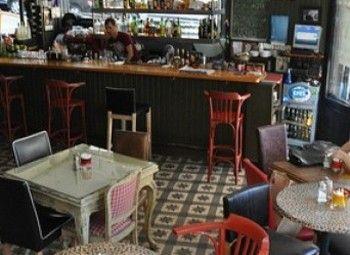 Кафе на ресторанной улице