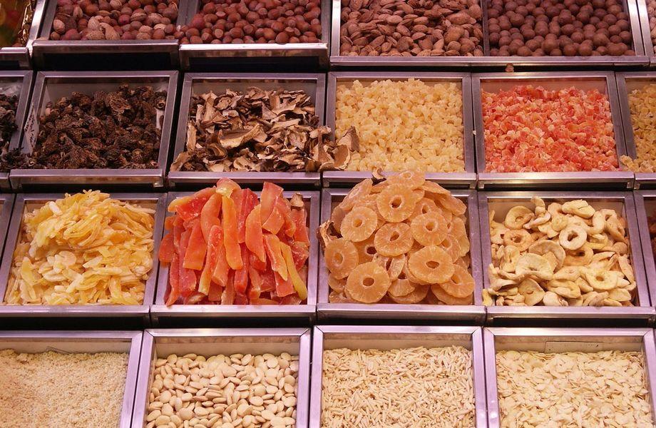 Островок по продаже  орехов, сухофруктов, меда