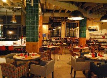 Популярный ресторан в центре города с высокой проходимостью