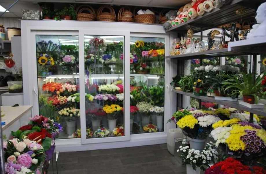Цветочный магазин в густо населённом районе