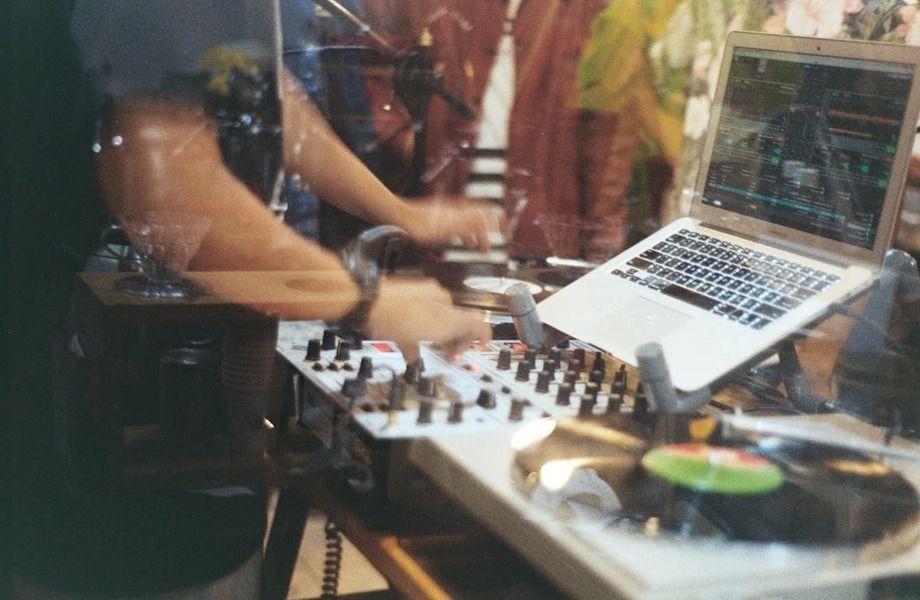 Студия звукозаписи с профессиональным оборудованием