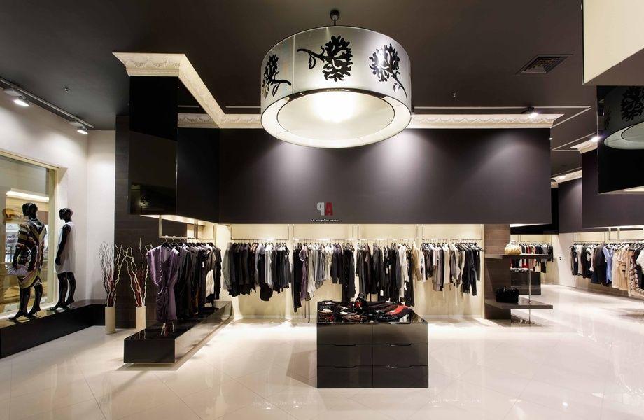 Магазин брендовой одежды в Торговом центре