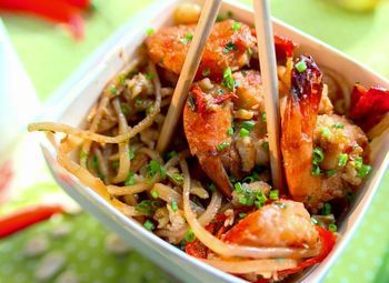 Кафе азиатской кухни на фудкорте